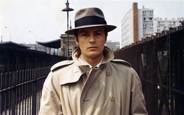 Alain Delon et son trench-coat dans le film Le Samouraï