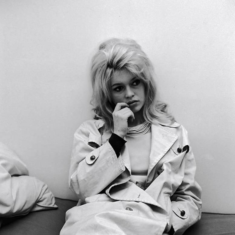 Brigitte Bardot, icône du trench-coat