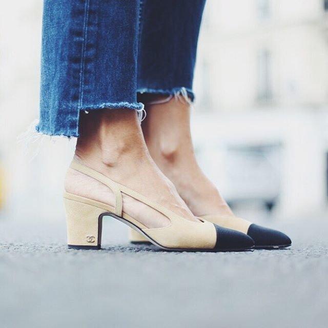 Une variante très tendance : le bout des pattes asymétrique ! On associe ça avec une paire d'escarpins.