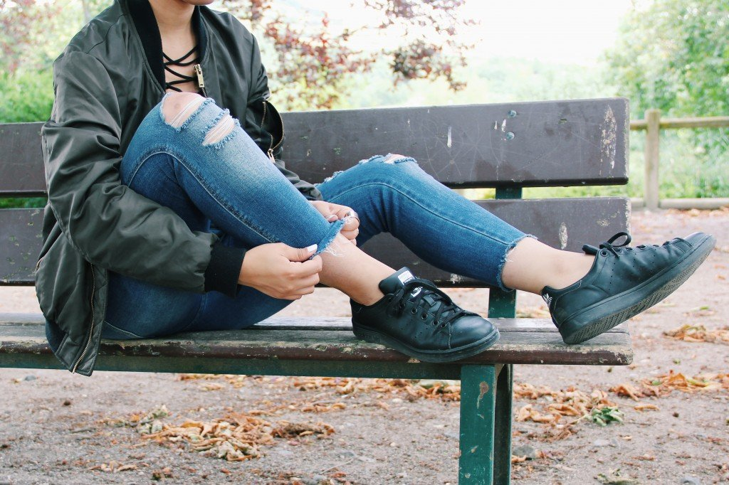 Body lacé : H&M Bomber : Zara Jean : Mango Sneakers : Adidas