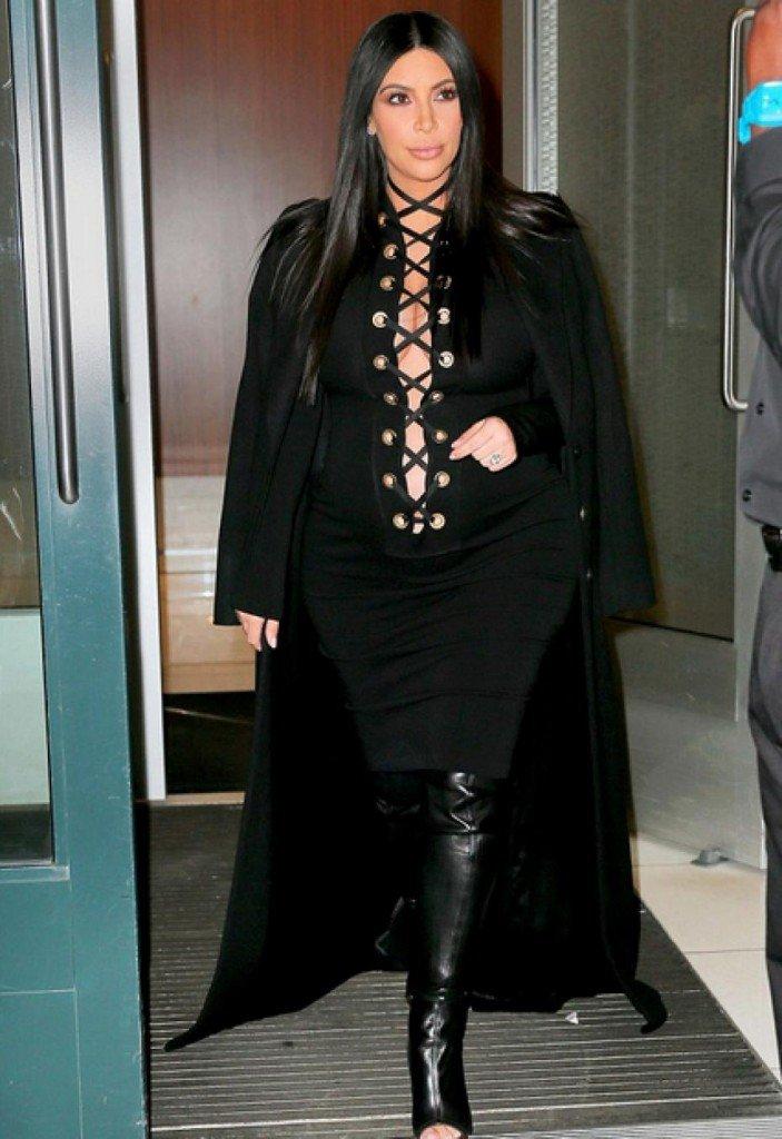 Kim K portant la robe Givenchy citée plus haut