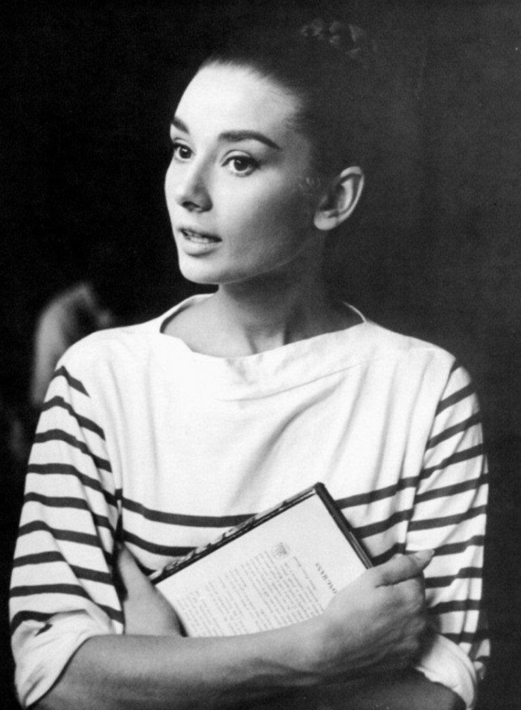 "Audrey Hepburn portant un des pulls Sonia Rykiel ""Poor Boy Sweater"""