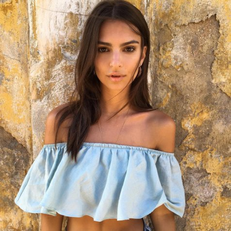 La top Emily Ratajkowski et son port altier