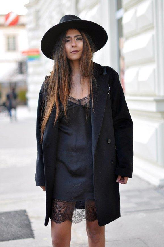 Un chapeau fedora permet de masculiniser le côté girly de la nuisette