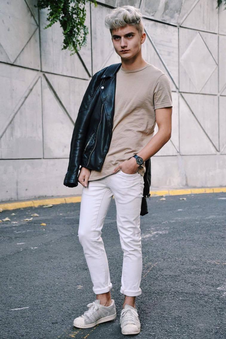 Tee-shirt : ASOS Pantalon : ASOS Perfecto : ASOS Sneakers : Adidas